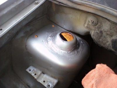 как слить бензин с шевроле нива