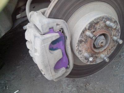 замена передних тормозных колодок приора