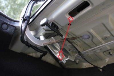 как открыть багажник киа рио