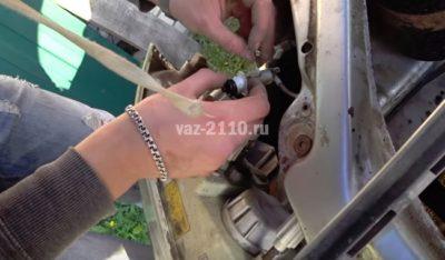 как открыть капот ваз 2110