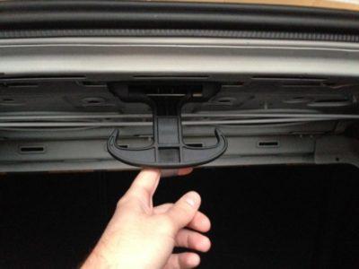 как открыть багажник шевроле круз
