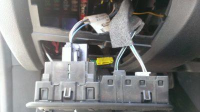 как открыть багажник рено логан
