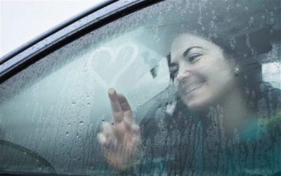 что делать если потеют стекла в машине