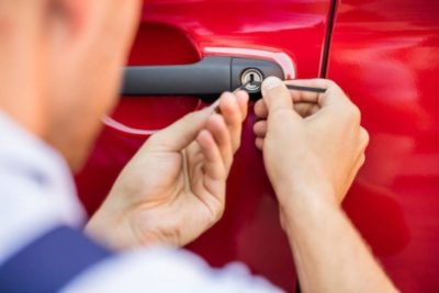 как открыть машину веревкой