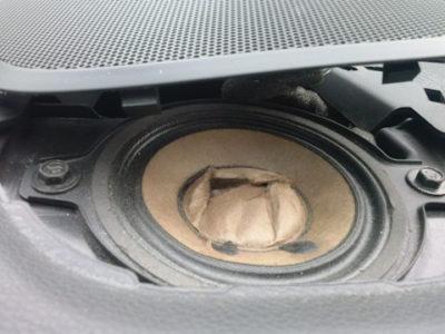 почему хрипят динамики в машине