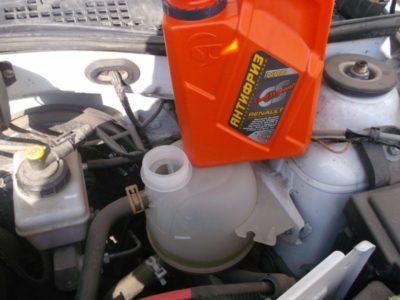 как слить бензин с лада ларгус