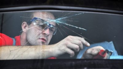 почему потеет лобовое стекло