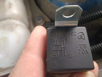 где находится реле стартера ваз 2115 инжектор