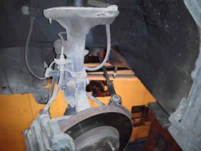 замена задних амортизаторов форд фокус