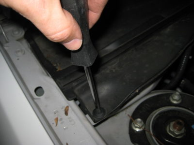 где находится салонный фильтр на форд фокус 2