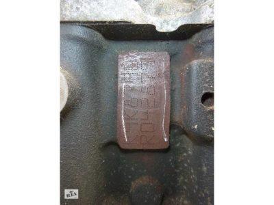 где находится номер двигателя на рено логан